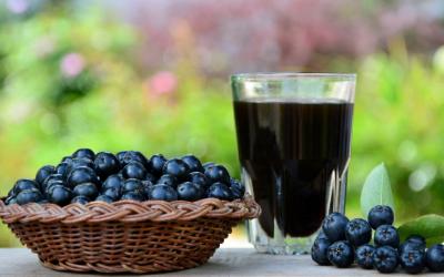 Sucul de aronia are beneficii dovedite științific împotriva cancerului
